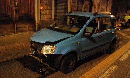 Grave incidente nella notte in via Napione. Motociclista in prognosi riservata