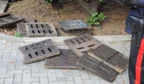 """""""Beccato"""" con 11 tombini di ghisa rubati in un cantiere: arrestato tunisino irregolare"""