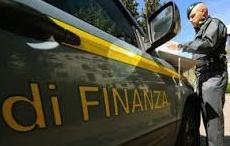 """Espulso dall'Italia, senza patente e assicurazione scappa per evitare un controllo: """"solo"""" denunciato"""