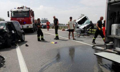 Grave incidente sulla tangenziale ovest di Vercelli, feriti due conducenti