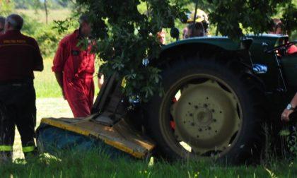 Muore schiacciato dalla lama del suo trattore