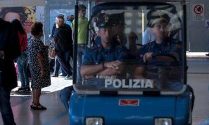Rubano uno zaino sul treno: fermati dalla polizia