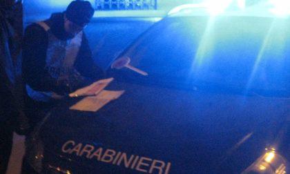 Chivassese ubriaco finisce in un maneggio con la Golf e minaccia i carabinieri con un palo