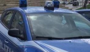 Nasconde nello stomaco 90 ovuli di cocaina, ma si sente male: scoperto dalla Polizia