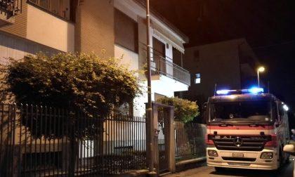 Settimo, paura in via Torino per incendio in garage