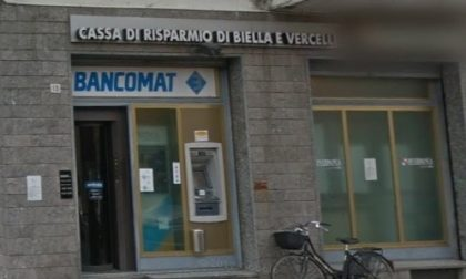 Con parrucche e pistole rapinano una banca a Bianzè