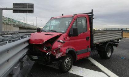 Schianto sull'A4, due feriti gravi