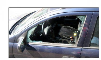 Castiglione, spaccano il vetro della macchina per rubare la borsetta