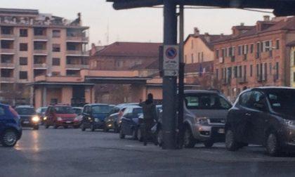 Chivasso, ancora parcheggiatori abusivi in piazza d'Armi