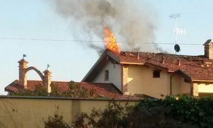 Incendio di una casa a Tonengo di Mazzè: a fuoco il tetto