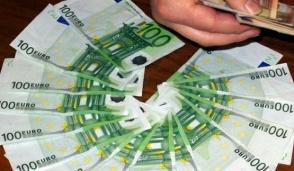 Nascondeva in valigia 100mila euro falsi stampati in Campania, denunciata
