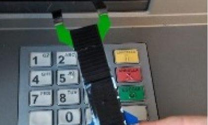 """Con una """"forchetta"""" manomettevano gli sportelli bancomat: tre uomini in manette"""