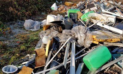 Discarica abusiva di rifiuti tra Brandizzo e Chivasso