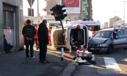San Mauro, schianto al semaforo. Miracolosamente illesi i conducenti