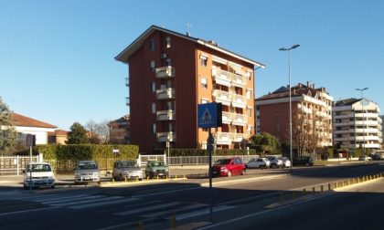 San Mauro, stavano cercando di bruciare i citofoni di uno stabile in via Aosta