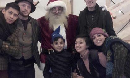 Sesia è Babbo Natale nel villaggio di Torino