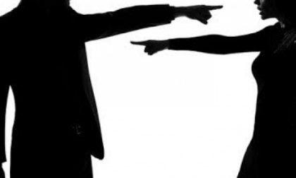 """Chivasso, abbandona il marito in tangenziale: la lite per """"presunto"""" tradimento"""