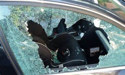 Castiglione, vetri in frantumi per rubare la borsa lasciata in auto