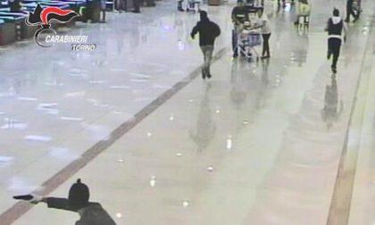 Rapina al supermercato con pistole e fucile a pompa: arrestato il commando. Anche un 19enne di San Mauro nella banda (il video dell'assalto)