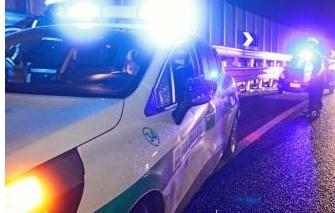 Distrugge un' auto in sosta e scappa: rintracciato un 21enne