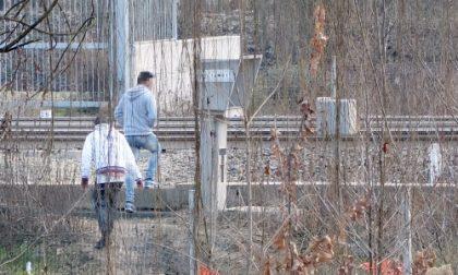 Settimo, ancora migranti sui binari della Torino-Milano