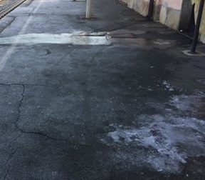 Strade ghiacciate disagi per pedoni ed auto
