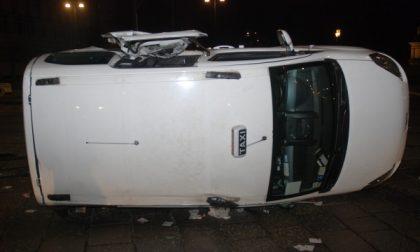 Incidente in via Cernaia, coinvolto un taxi