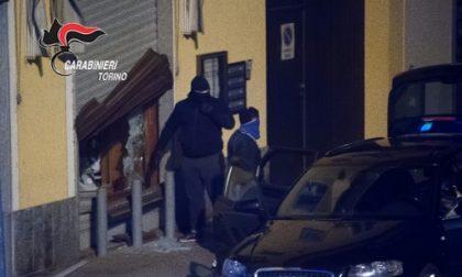 """Furti e spaccate, sgominata dai carabinieri la """"banda del Touareg"""". Uno del commando usava un paio di mutande come passamontagna"""