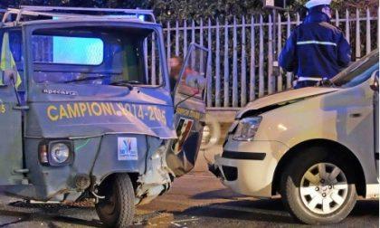 Settimo, scontro frontale in via Regio Parco: illesi i due conducenti