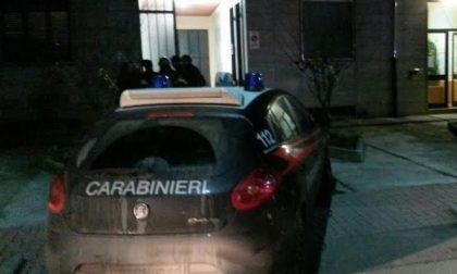 Ubriaco dà di matto e insulta i carabinieri