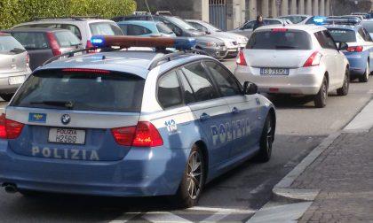 Dopo aver investito una bimba si rifugia dalla polizia per sfuggire alla folla