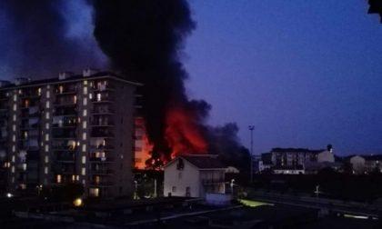 Torino, incendio al deposito Carlini in via Breglio