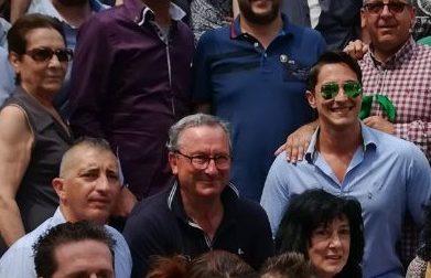 Chivasso, il leader della Lega Salvini tra selfie e saluti