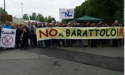 Manifestanti contro il Barattolo