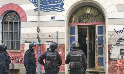 """Torino, """"Sequestrarono"""" tre pattuglie: blitz dei carabinieri al centro sociale Asilo Occupato"""
