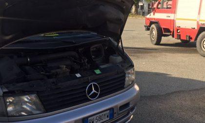 Brozolo, auto prende fuoco: nessun ferito