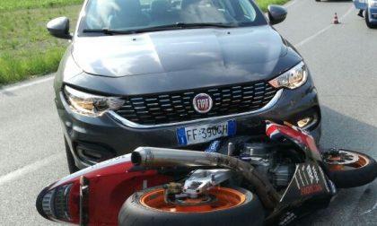 Incidente a Casalborgone, auto taglia la strada ad una moto