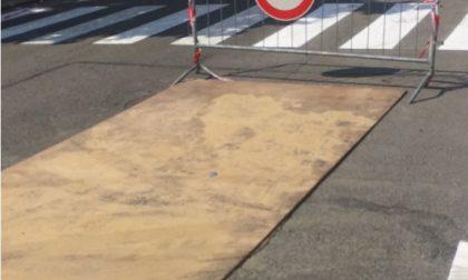 Chivasso, una voragine in viale Matteotti