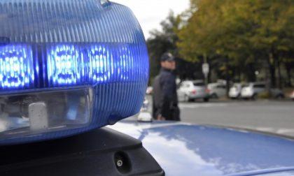 Rapinato alla fermata del bus, rincorre e fa arrestare il colpevole