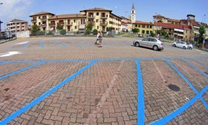 Settimo, nuove strisce blu: il parcheggio di piazza Donatori si paga