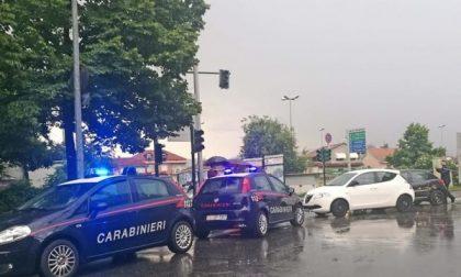Settimo, il semaforo non funziona: incidenti all'incrocio