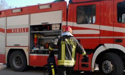 Incendio in un'azienda che gestisce rifiuti industriali pericolosi
