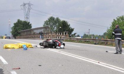 Scontro frontale tra due moto: morti marito e moglie