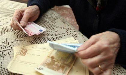 Rubano oro e contanti ad un'anziana