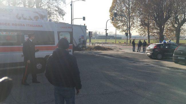 Torino, sparatoria al distributore di benzina: feriti