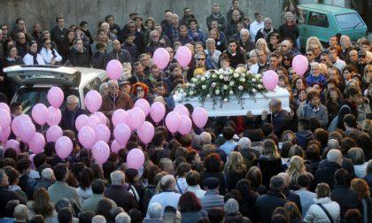 Funerali Bea paese saluta la piccola IL VIDEO
