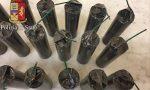Arsenale illegale di bombe carta e candelotti al mercato LE FOTO