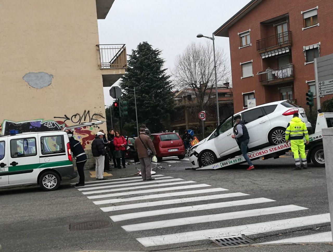 Scontro fra auto