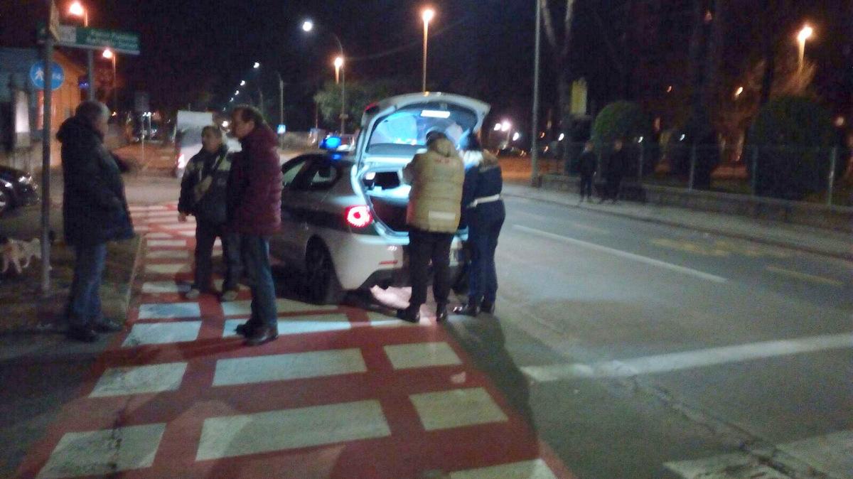 Donna morta trovata in strada a Venaria