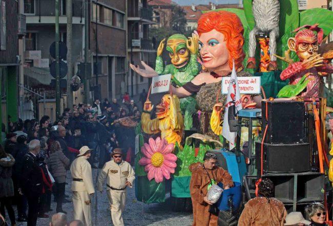Torna il Carnevale Oleggese: consegna delle chiavi e sfilata dei carri
